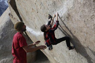 bishop bouldering, buttermilks, kid climber, buttermilk traverse, charlie barrett, cedar pidgeon, v4
