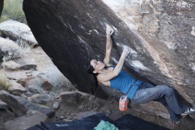 dead rabbit v10, female climber, women boulders, Moe's Valley bouldering